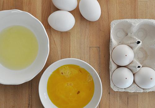 NATURKINDER | Eier getrennt auspusten