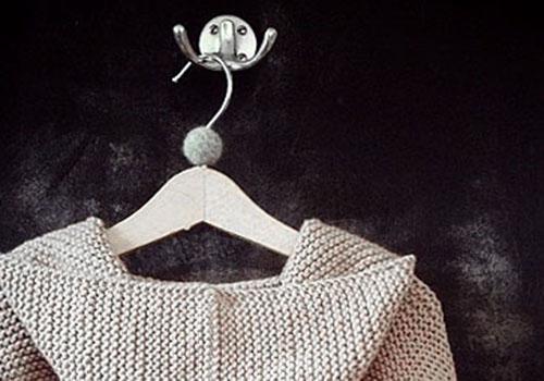 NATURKINDER: Kleiderbügel mit Filzkugel
