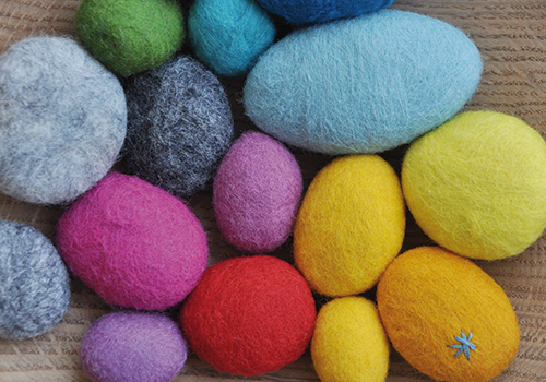 NATURKINDER: Felted and Embroidered Stones 1302