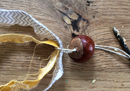 NATURKINDER: Making Chestnut Rockets!!! 1840