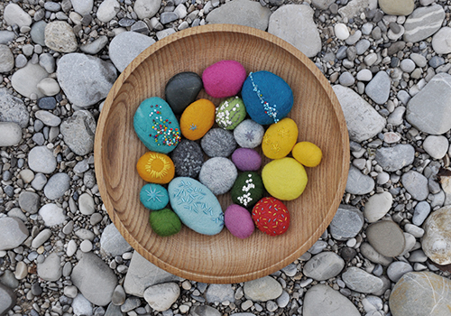 NATURKINDER: Felted and Embroidered Stones 1362
