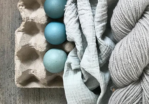 NATURKINDER: Oster Eier mit Naturfarben färben (Blaukraut)   Dyeing Easter Eggs with Natural Colors (Red Cabbage)