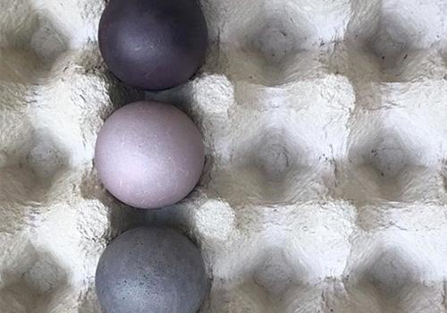 NATURKINDER: Oster Eier mit Naturfarben färben (Holunderbeeren)   Dyeing Easter Eggs with Natural Colors (Elder Berries)